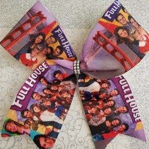 Full house girls cheer bow